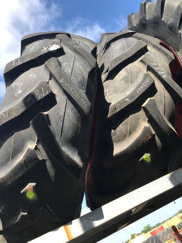 Pirelli 18.4 R30 - Räder + Reifen + Felgen - Rad