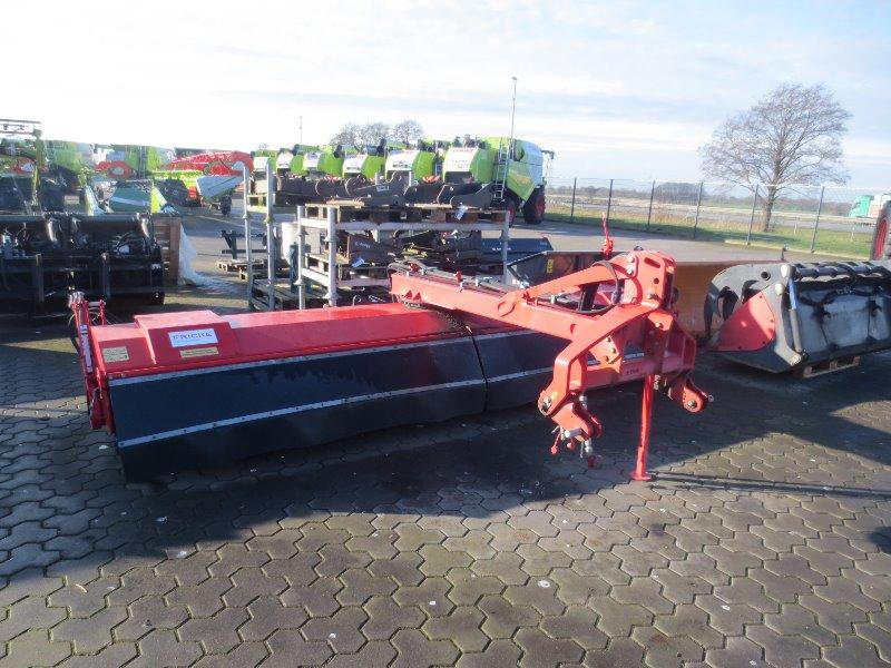 Dücker SFK4500 gezogen - Garten-/Kommunaltechnik - Kehrmaschine