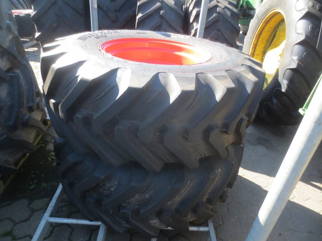 BKT 440/80 R 24 - Räder + Reifen + Felgen - Komplettradsatz