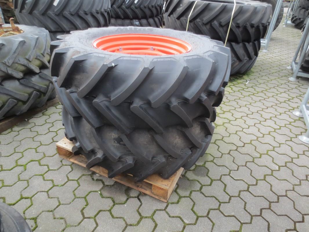 BKT 2x 280/85R24 /2x 480/70R30 - Räder + Reifen + Felgen - Komplettradsatz